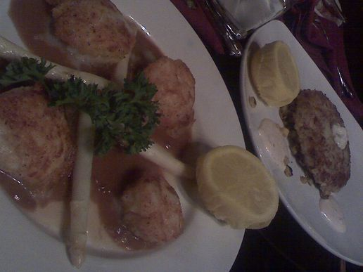 scallops and crabcake for dinner! 8)