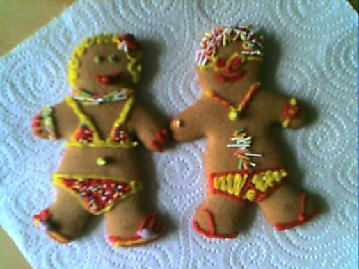 Decorating gingerbread men at chris 39 s moblog - Decorations for gingerbread man ...