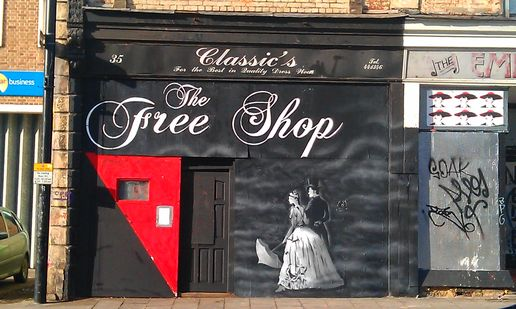 Free shop #streetart in bristol