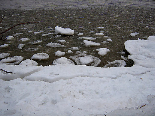 Ice breaking up on the Saint Lawrence River