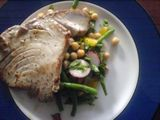 Tuna steak with chickpea and green bean salad