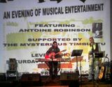 ANTOINE ROBINSON LIVE AT LEVEN