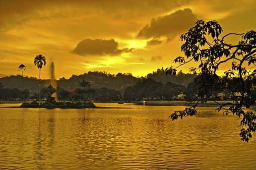 Kandy: waiting for the sunset (love, love it)