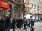 here's a pic of the queue outside rpm for the newcastle tickets...cold!