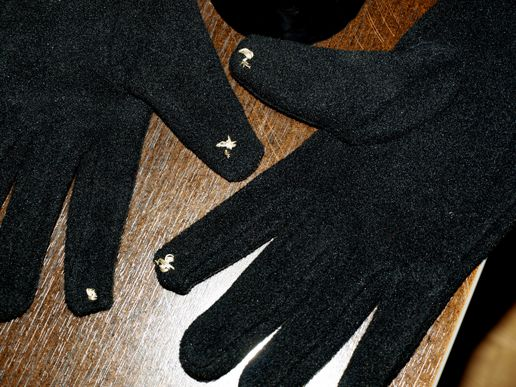 Conductive Gloves - so easy to make!