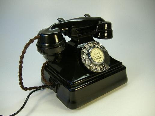 view  s bakelite telephone