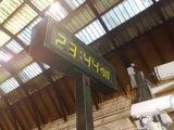 stopped clock at st pancras platform 3