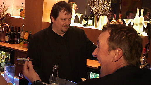 Close up Magic at the UK Pub Poker Championships with Phil Tufnell