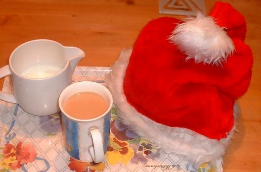 101 uses for a christmas hat?......................no.1- teacosy